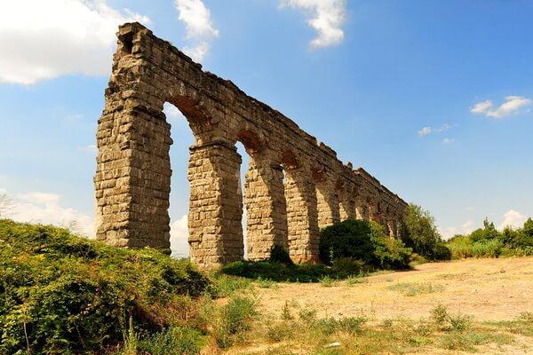 Акведук Клавдия в парке акведуков Рима