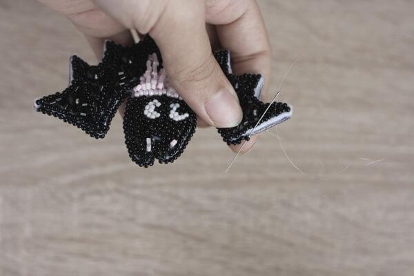 Брошь летучая мышь из бисера - пошаговый мастер-класс - шаг 12