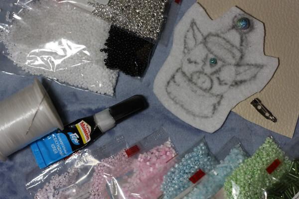 Брошка свинка из бисера своими руками - инструменты и материалы
