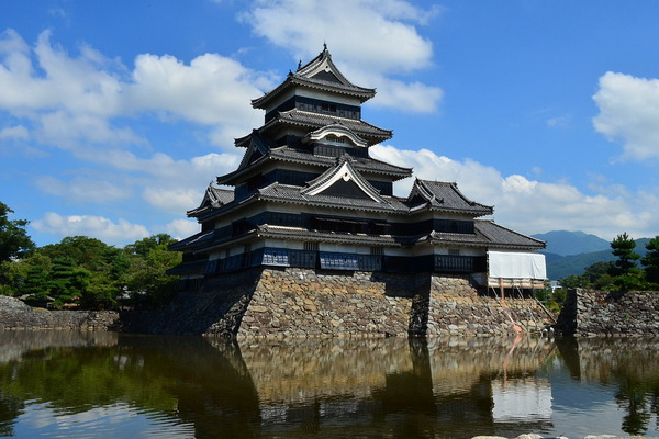 Замок Мацумото в Японии нередко называют иначе замок Ворона