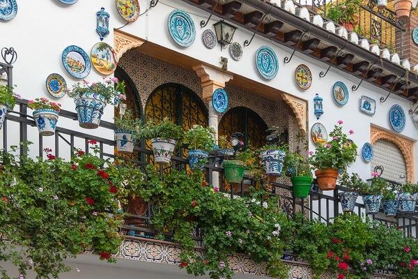Декор в стиле Барселона - Добавьте зелени на балкон