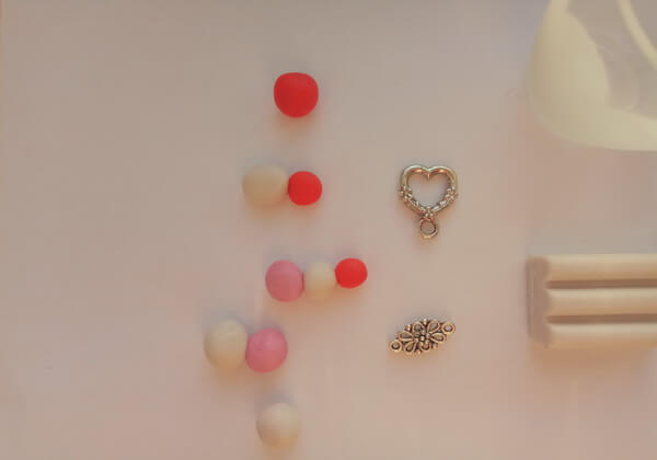 Как сделать декор бокалов из полимерной глины - шаг 1