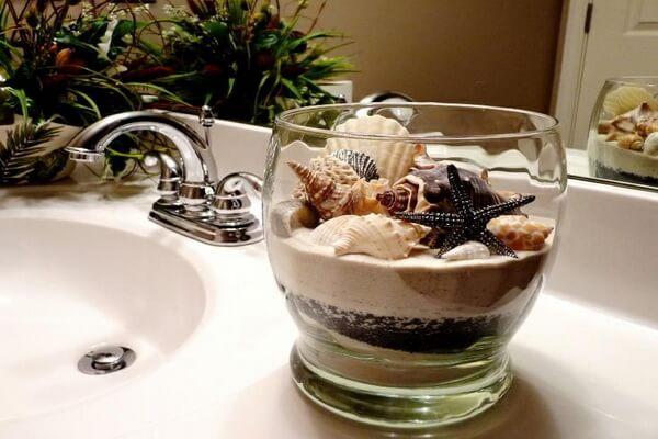 Декор из ракушек в интерьере ванной