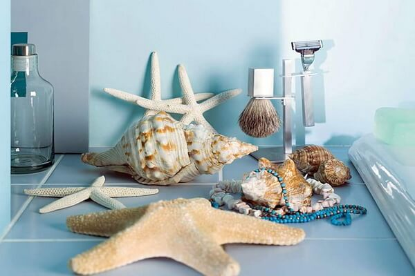 Морские ракушки в интерьере ванной комнаты