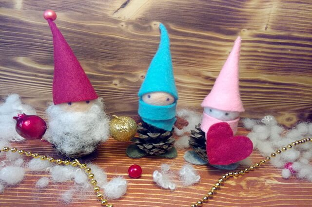 Сказочные эльфы из еловых шишек - игрушки к Новому году своими руками