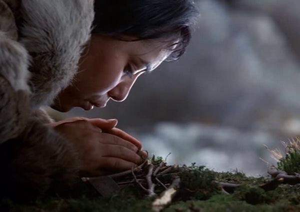 Анабелла Пиугаттук в фильме «Потерянный в снегах» («Идущий по снегу»)