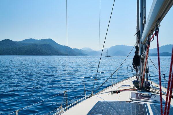 Чем привлекательна фотосессия в море на яхте