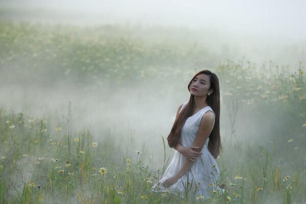 Фотосессия в тумане в естественных условиях