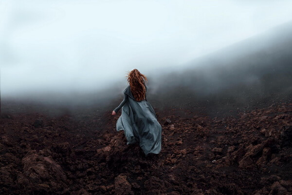 Фотосессия в тумане для девушки