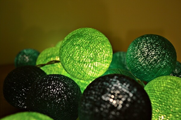 Идеи для новогоднего декора ёлки своими руками - Оригинальные ёлочные шары - фото 4