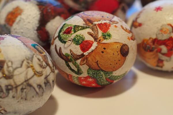 Идеи для новогоднего декора ёлки своими руками - Оригинальные ёлочные шары - фото 5