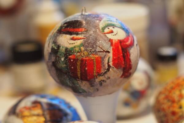 Идеи для новогоднего декора ёлки своими руками - Оригинальные ёлочные шары - фото 6
