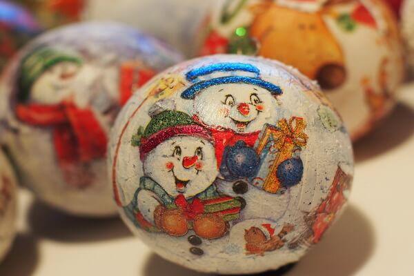 Идеи для новогоднего декора ёлки своими руками - Оригинальные ёлочные шары - фото 7