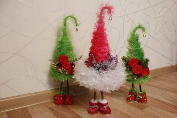 Идеи новогоднего декора - Новогодние ёлки своими руками из подручных материалов - фото 4