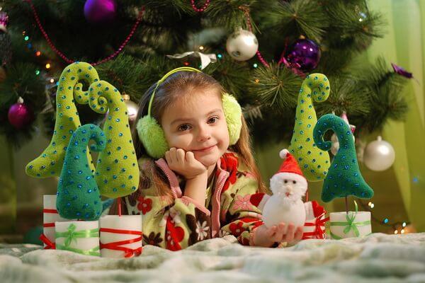 Идеи новогоднего декора - Новогодние ёлки своими руками из подручных материалов - фото 3
