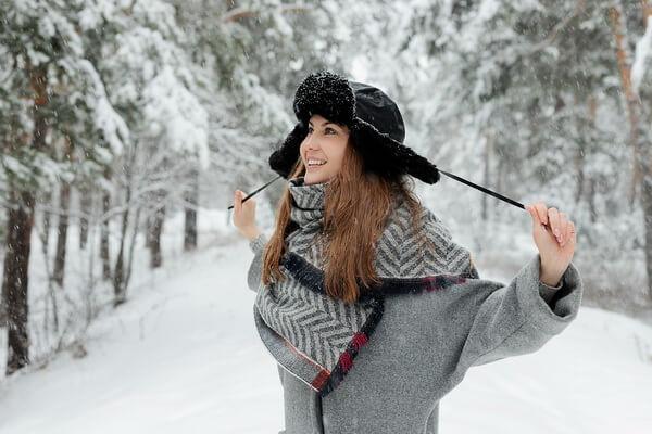 Интересные идеи для зимней фотосессии в лесу с фото для вдохновения