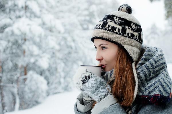 Фотосессия в зимнем лесу для девушки