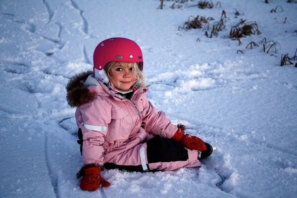 Зимняя фотосессия в лесу с ребёнком - интересные идеи с фото
