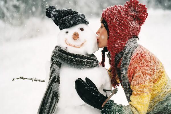 Идеи для зимней фотосессии в лесу со снеговиком - фото для вдохновения