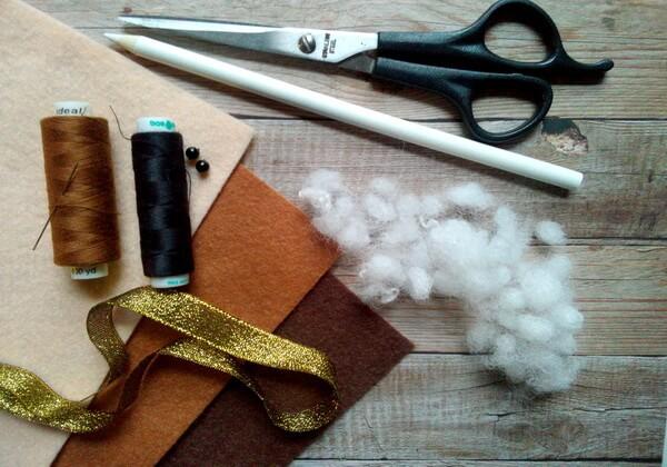 Игрушка новогодний олень из фетра своими руками - инструменты и материалы