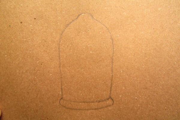 Как нарисовать рисунок к сказке Красавица и чудовище - Рисуем красивую розу в колбе карандашом поэтапно - шаг 1