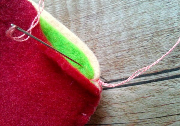 Как сделать чехол для телефона из фетра своими руками - шаг 20