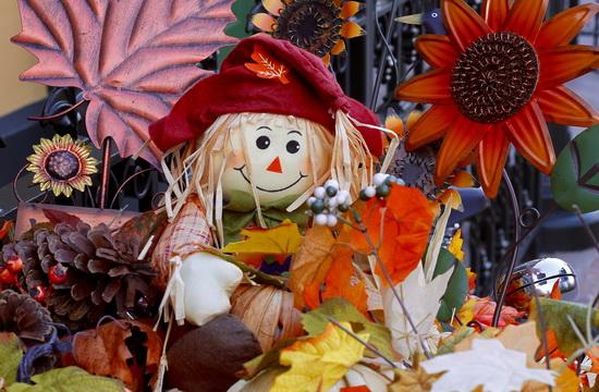 Тематический декор дома на Хэллоуин своими руками - Соломенные тряпичные куклы