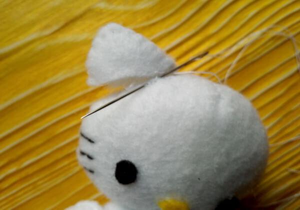 Хеллоу Китти - кошечка из фетра своими руками пошагово - шаг 27