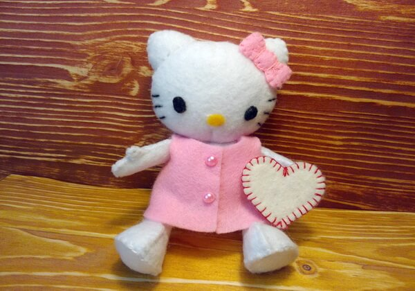 Кошечка из фетра Хеллоу Китти - мягкая игрушка своими руками
