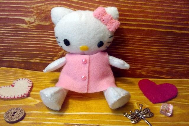 Кошечка Хеллоу Китти - мягкая игрушка из фетра своими руками