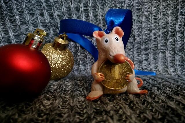 Крыса с монеткой - мастер-класс по созданию игрушки из полимерной глины