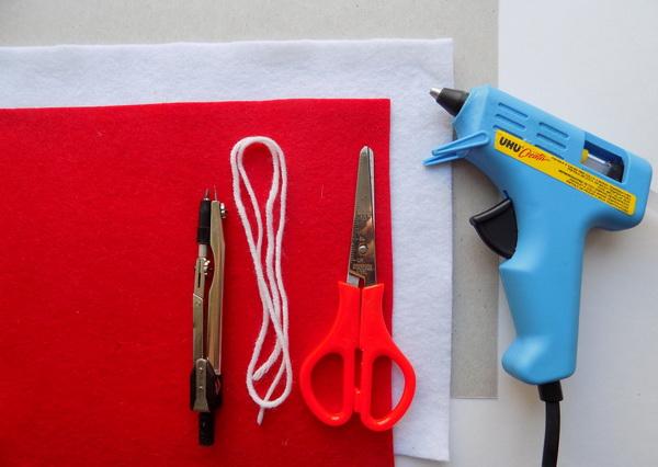 Инструменты и материалы для создания подставки под чашку из фетра