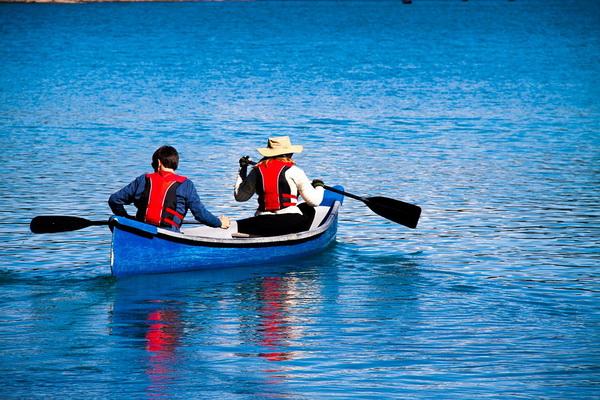 Прогулка на каноэ по озеру Морейн