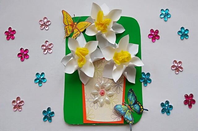 Нарциссы из бумаги - простая весенняя открытка своими руками
