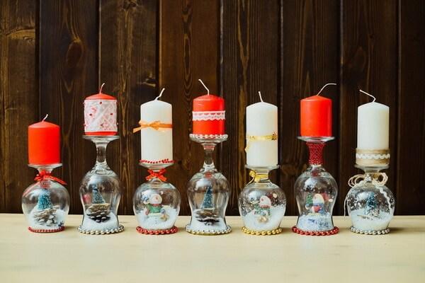 Идеи, как сделать красивые новогодние композиции со свечами своими руками - Перевёрнутые фужеры
