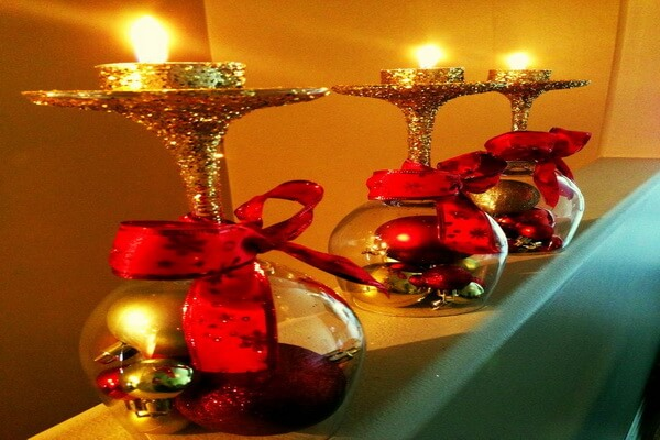 Идеи, как сделать красивые новогодние композиции со свечами своими руками - Перевёрнутые бокалы