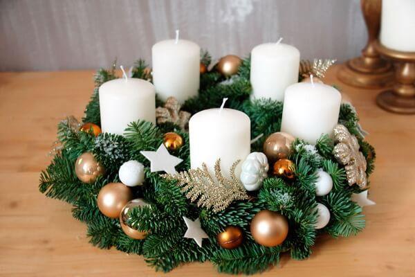 Новогодние композиции со свечами - Рождественский венок на стол