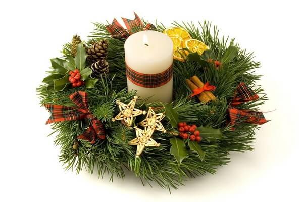 Новогодние композиции со свечами - Новогодний венок на стол