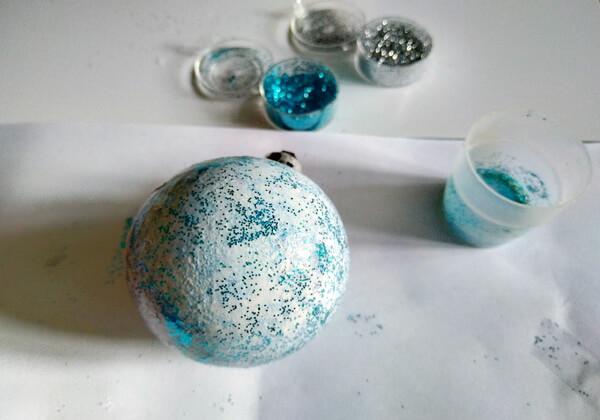 Декупаж ёлочных шаров - пошаговая инструкция - шаг 4-1