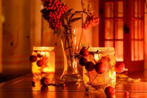 Красивые осенние подсвечники из стеклянных банок - фото и идеи для вдохновения