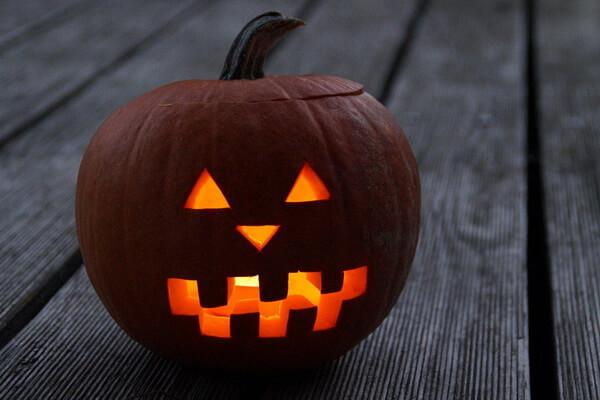 Осенние подсвечники из тыквы на Хэллоуин