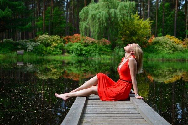 Идеи осенней фотосессии в лесу у озера