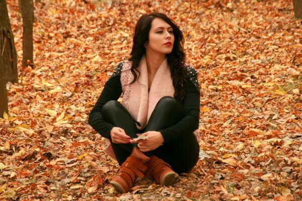Осенняя фотосессия в лесу - идеи для девушек