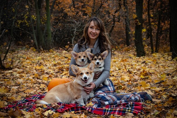 Осенняя фотосессия в лесу с домашними питомцами