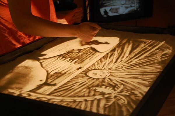 Песочная анимация - как научиться рисовать песком