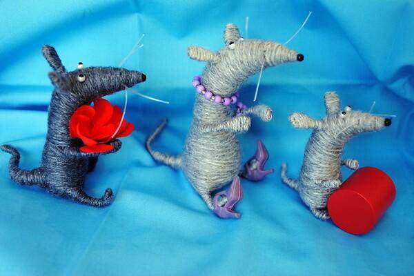 Поделки на ёлку на год крысы из шерстяных ниток и проволоки