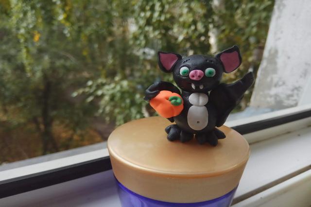 Летучая мышь к Хэллоуину - мастер-класс поделки из полимерной глины