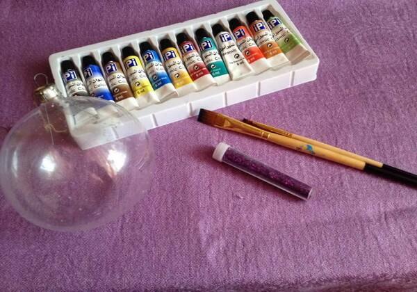 Инструменты и материалы для росписи ёлочного шара своими руками