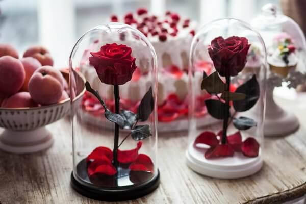 Красивые цветы в подарок - Стабилизированная роза в колбе