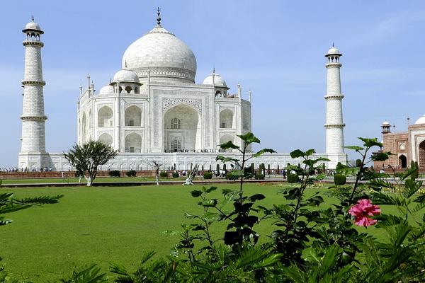 Тадж-Махал - знаменитый дворец Индии
